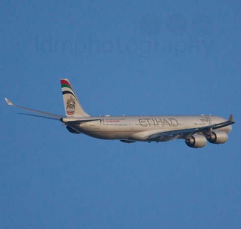 'EY487' on its first departure out of Perth for Abu Dhabi. [Copyright Luke McConville 2014. All Rights Reserved]